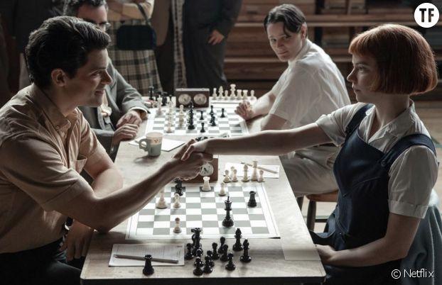 """Anya Taylor‑Joy est la star de la série Netflix """"Le jeu de la dame"""", qui nous rappelle que l'histoire des échecs est aussi une histoire de femmes championnes."""