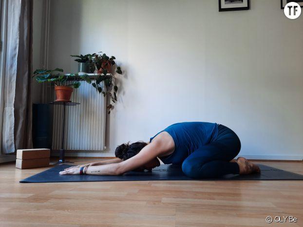 Posture de l'enfant en yoga