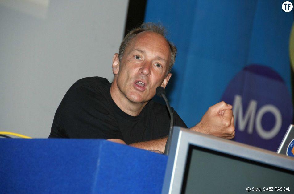 Sir Timothy John Berners-Lee, l'inventeur d'Internet, a condamné le cyber-harcèlement envers les femmes