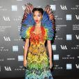 "FKA Twigs - Photocall du gala ""Alexander McQueen : Savage Beauty"" au Victoria and Albert Museum à Londres, le 12 mars 2015."