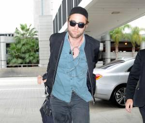 Robert Pattinson arrive à l'aéroport LAX de Los Angeles pour prendre un avion pour Toronto. Le 8 septembre 2014