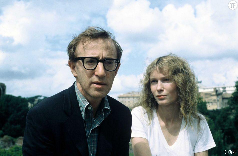 Le réalisateur Woody Allen et l'actrice Mia Farrow, en couple pendant 5 ans (ici en août 1983 à Rome).