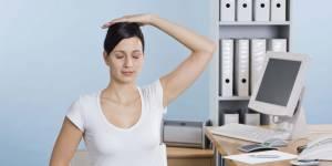 Yoga au bureau : 4 exercices pour retrouver sa sérénité au travail