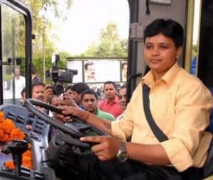 Inde : une conductrice de bus pour lutter contre les violences faites aux femmes