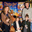 """Denis Brogniart, son epouse Hortense et leurs filles Violette, Blanche et Lili- Premiere """"Scooby Doo 2"""" aux Folies Bergeres a Paris le 18 Novembre 2012."""