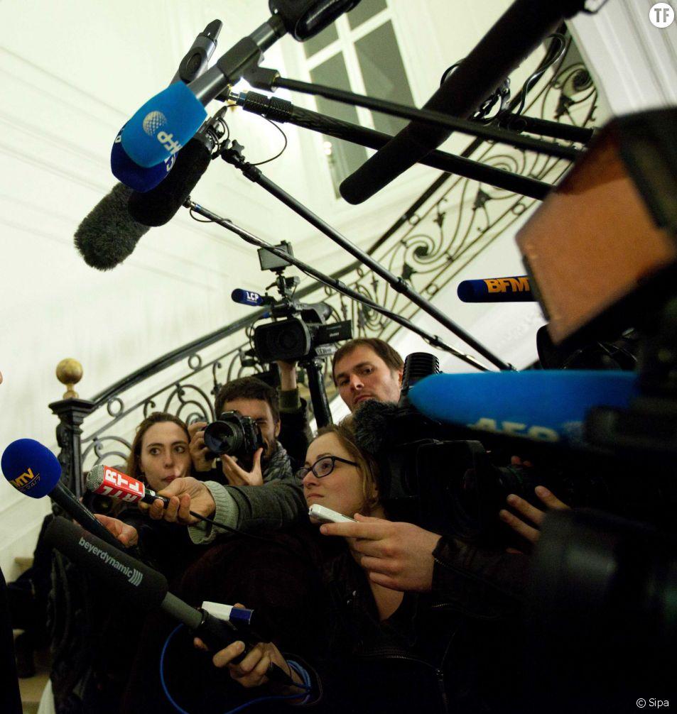 Les femmes journalistes dénoncent les pratiques et remarques sexistes qui règnent dans le milieu de la politique.