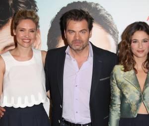 Clovis Cornillac, sa femme Lilou Fogli et l'actrice Mélanie Bernier à la première de leur film Un peu, beaucoup, aveuglément à Paris le 4 mai 2015