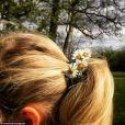 Fort heureusement, des victoires sont à célébrer. Comme cet élastique pour cheveux confectionné avec des fleurs par ce père. #DadWin assuré !