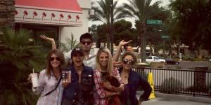Nina Dobrev : avec qui la star de Vampire Diaries fait-elle son road trip ?