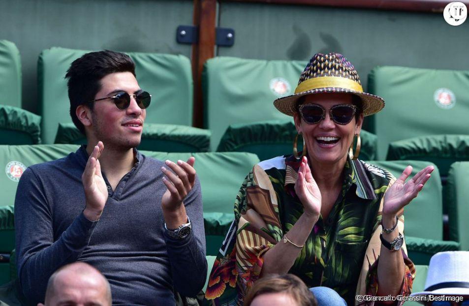Cristina Cordula et son fils Enzo à Roland Garros en juin 2015.