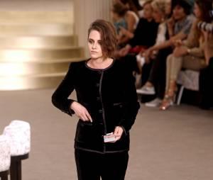 Kristen Stewart : elle fait le show au défilé Chanel avec Lily-Rose Depp (photos)