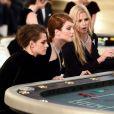 Kristen Stewart et Julianne Moore partageaient également leur table avec le mannequin Lara Stone