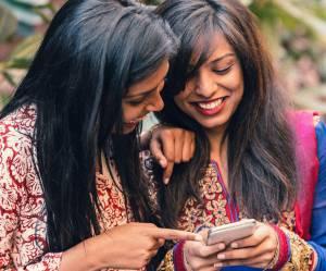 Des villages indiens interdisent aux femmes célibataires d'utiliser les téléphones portables