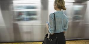 Harcèlement : les photos de téléphone portable, la nouvelle arme des femmes ?