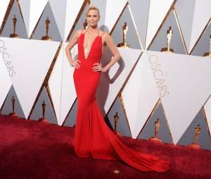 Charlize Theron, numéro 1 de ce top consacré aux plus belles robes des Oscars 2016.