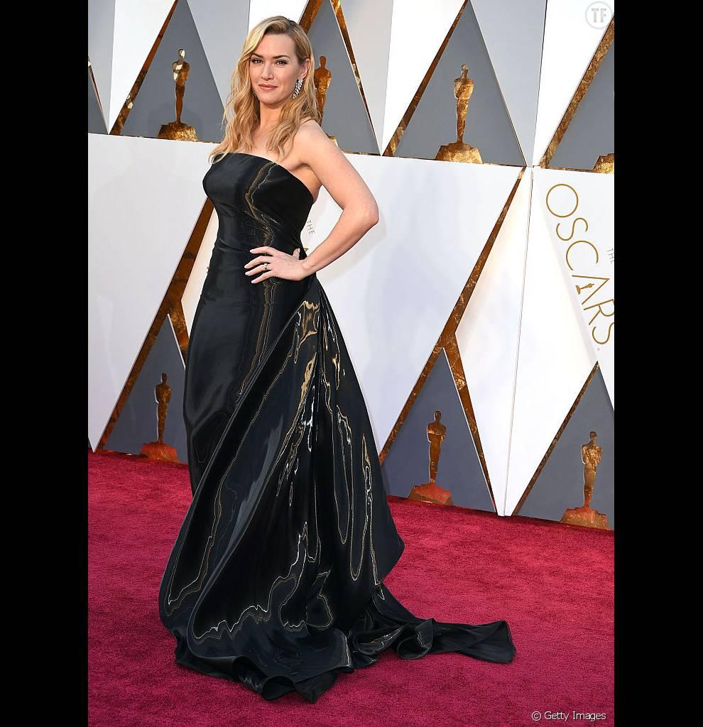 Kate Winslet a fait le bon choix avec cette robe bustier Ralph Lauren.