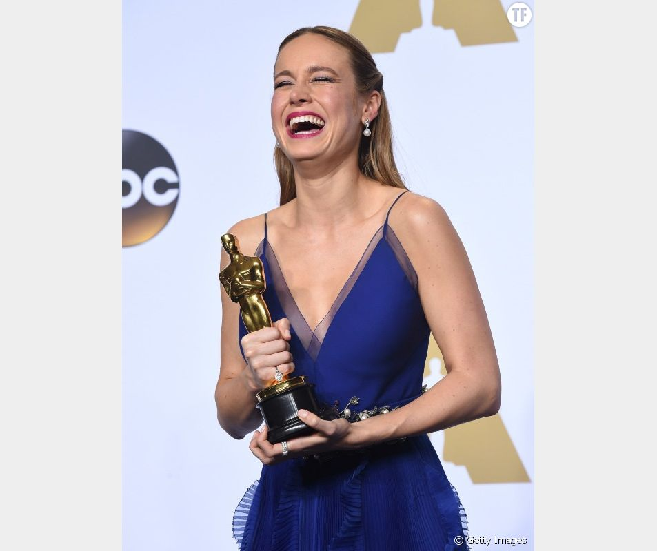 Brie Larson reçoit son Oscar en 2016