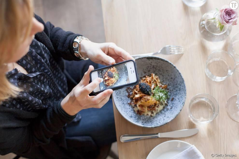 Utiliser son t l phone portable table - Comment utiliser les couverts a table ...