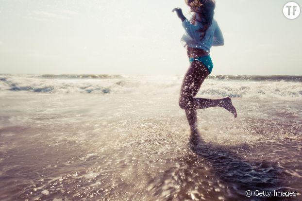 Courir dans l'eau pour dessiner ses cuisses