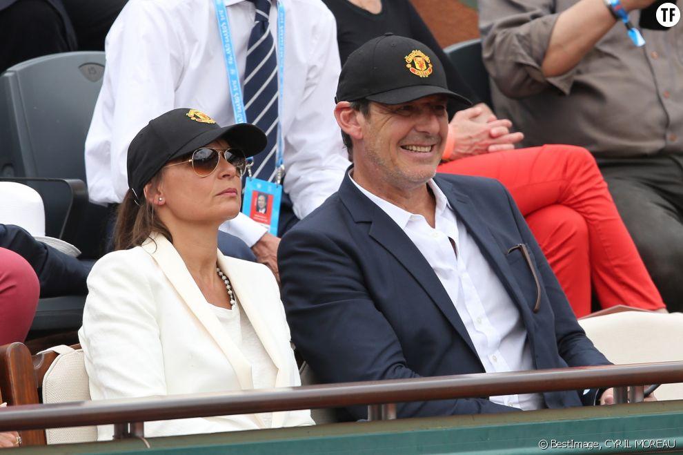 L'animateur de TF1 et sa femme Nathalie dans les tribunes de Roland Garros