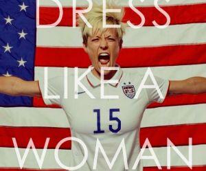 """Donald Trump exige que les """"femmes s'habillent comme des femmes"""" : leurs réponses implacables"""