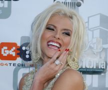"""Blonde à forte poitrine"" : Anna Nicole Smith, héroïne tragique d'un conte moderne"