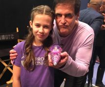 Cette petite fille a inventé un bras prothétique qui lance des paillettes