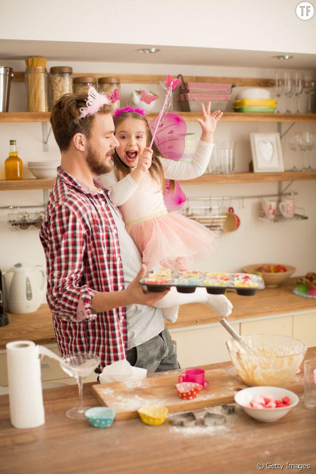 Père et fille s'initiant à la magie