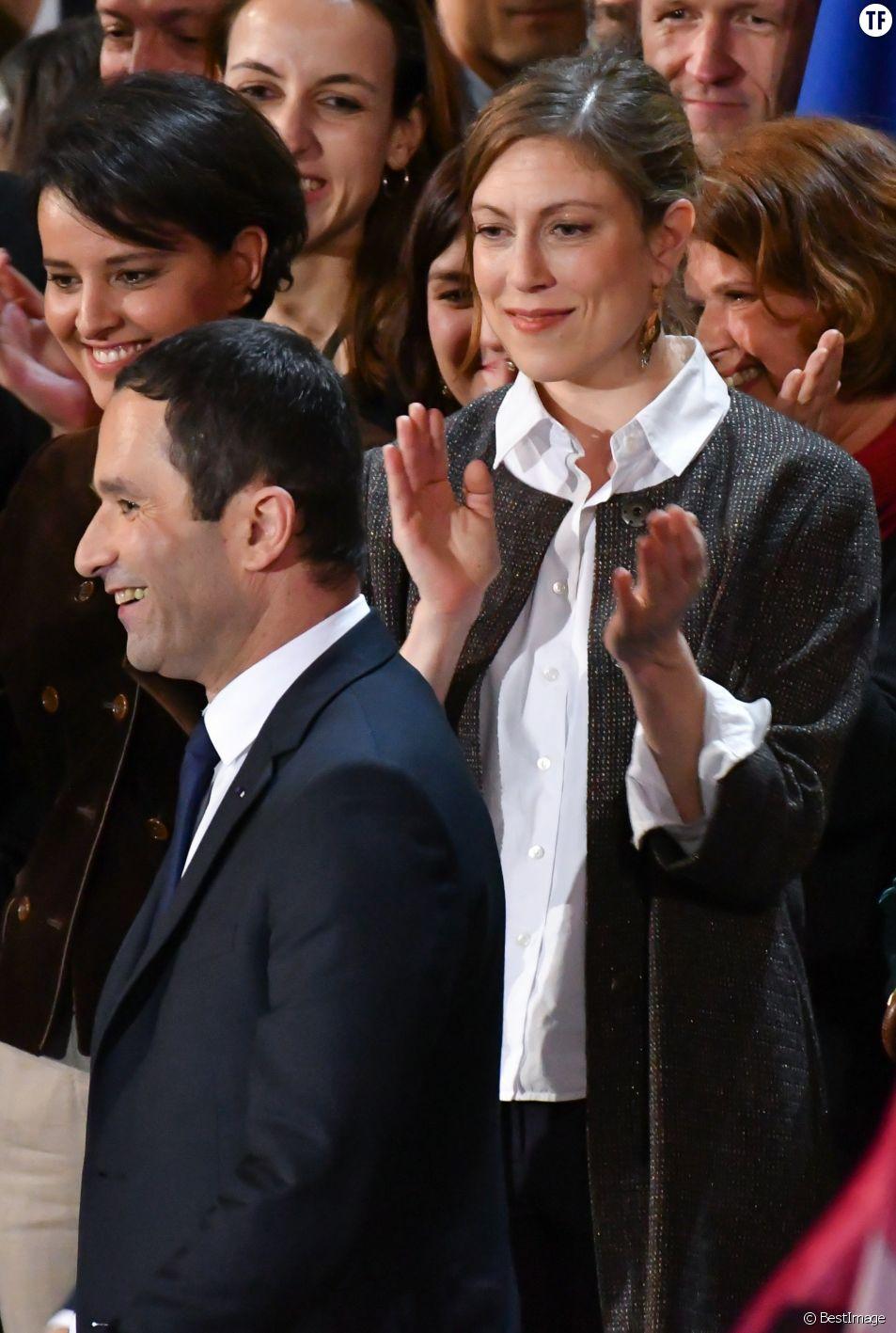 Benoît Hamon et sa compagne Gabrielle Guallar au meeting de Bercy le 19 mars 2017
