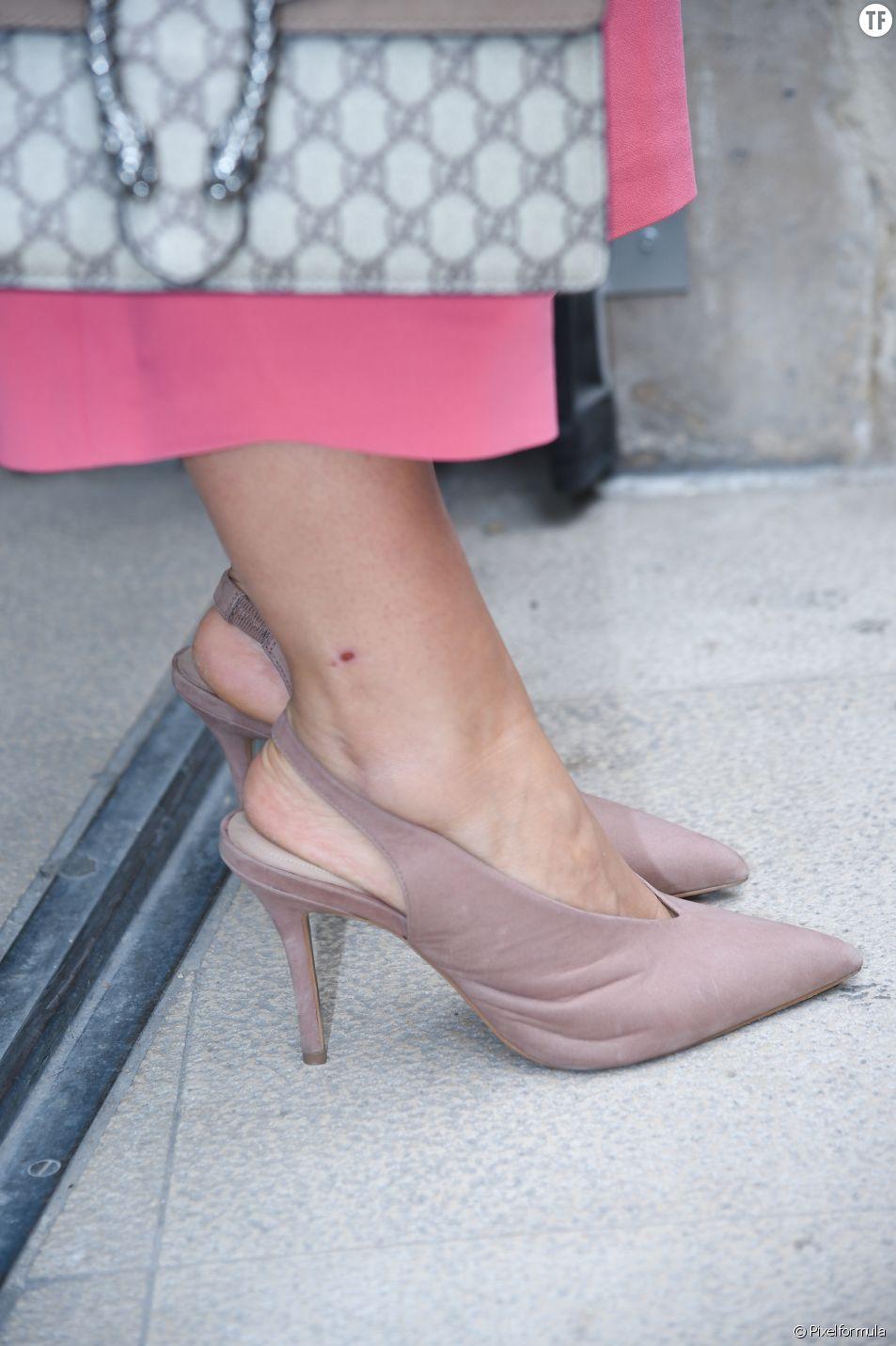 Une paire de slingbacks rose poudré pour un look tout doux