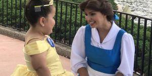 Cette fillette rencontre son idole à Disneyland et fait fondre le web