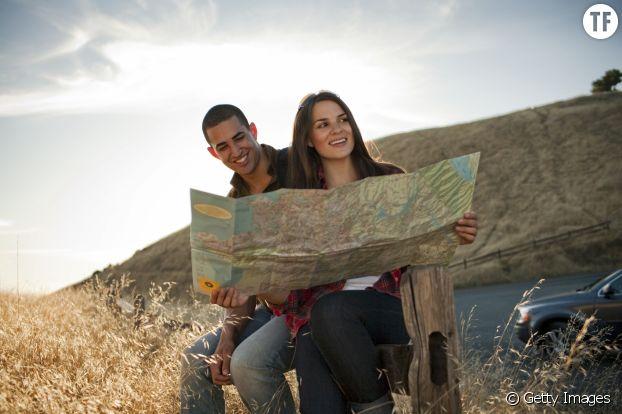 Jeune couple en voyage