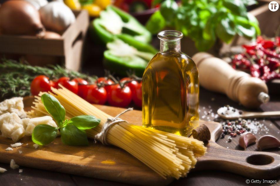 Mettre de l'huile d'olive dans l'eau des pâtes ne sert à rien