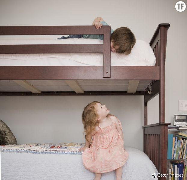 amenager une chambre pour deux enfants chambre deux garcons bleu blanc with amenager une. Black Bedroom Furniture Sets. Home Design Ideas