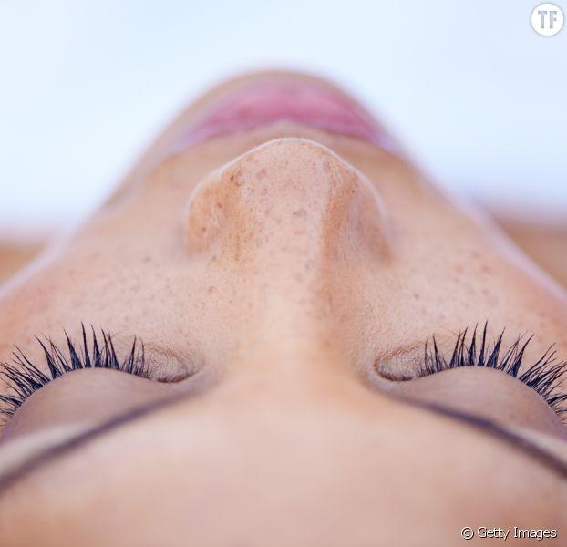 9 remèdes naturels contre les yeux gonflés