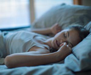 Cette habitude étrange du matin pourrait vous aider à mieux dormir