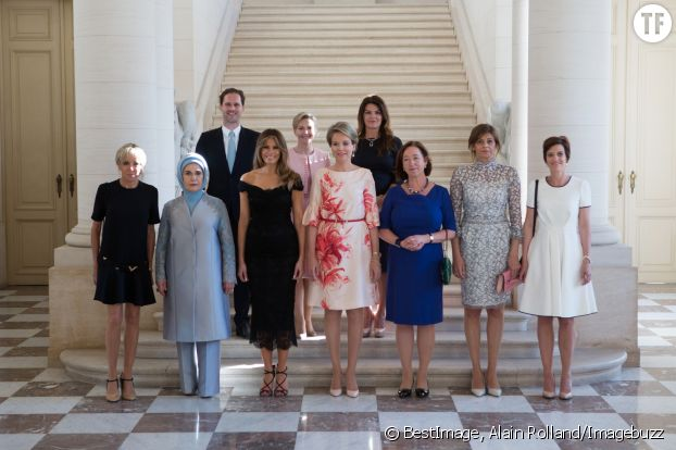 La photo officielle des Premières dames au sommet de l'OTAN le 26 mai 2017