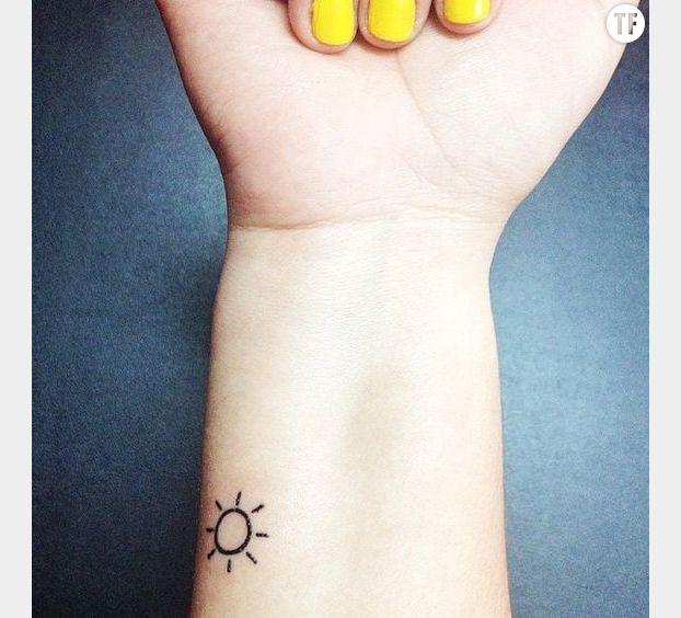 Petit tatouage soleil