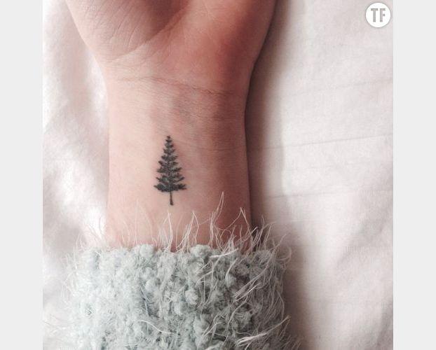 Petit tatouage arbre