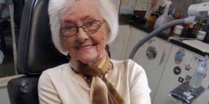 À 82 ans, cette grand-mère se fait tatouer le prénom de son défunt mari