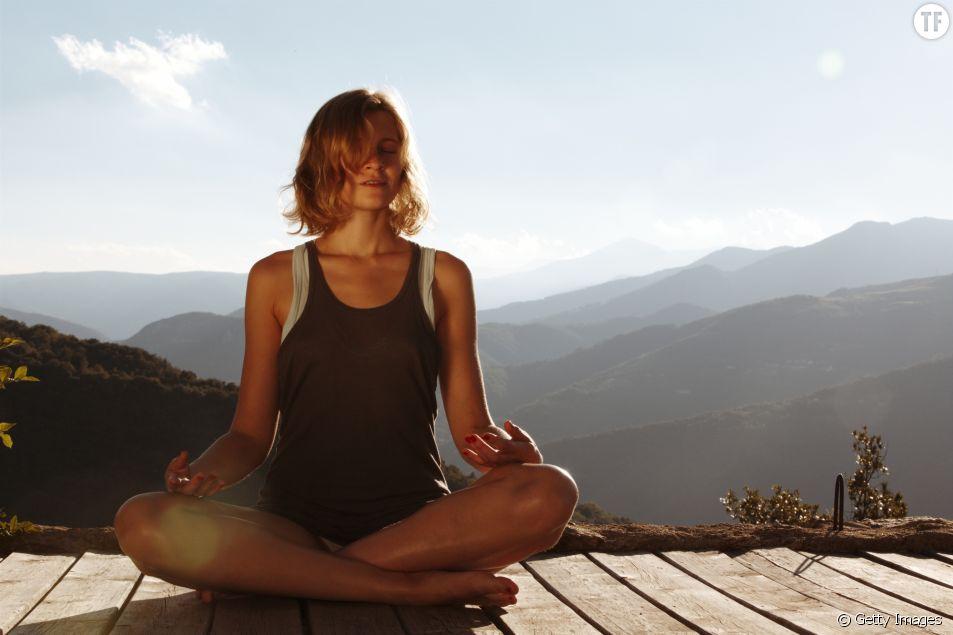 Le nauli, une posture de yoga qui fait le buzz