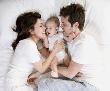 Comment aider son couple à survivre à l'arrivée d'un bébé (selon une experte)