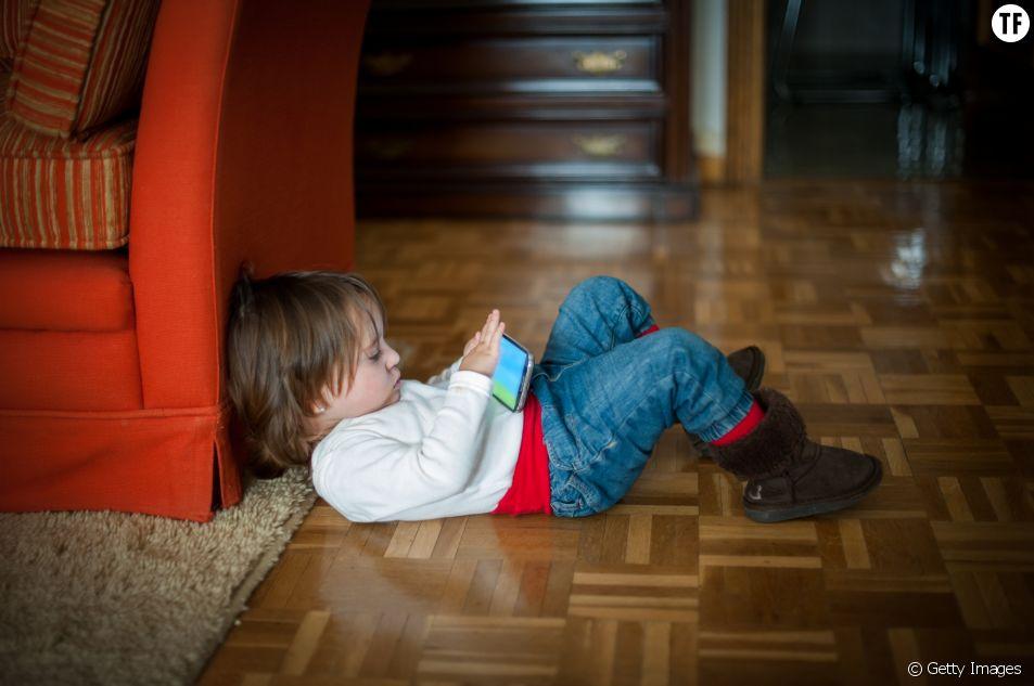 Des ONG prônent l'interdiction des téléphones portables pour enfants