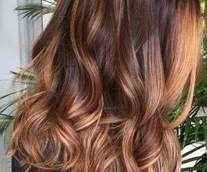 Le foilyage, la tendance balayage qui va ravir les brunettes