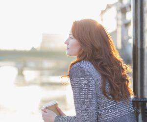 Stop aux pensées parasites : les bienfaits de la méditation pleine conscience