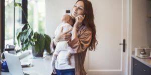 Etre maman équivaudrait à deux jobs à plein temps