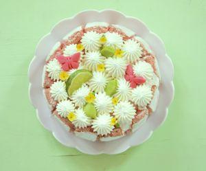 La recette du gâteau fleur aux biscuits roses