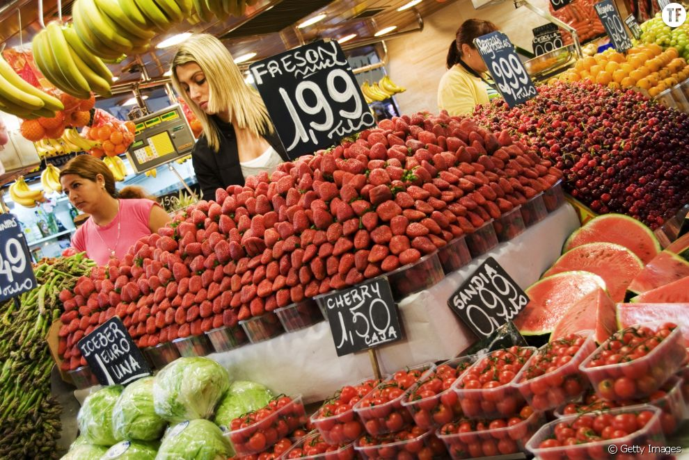 Étal de fruits au Mercat de la Boqueria. Barcelone, Espagne.