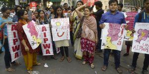"""""""Sortez les violeurs du Parlement !"""" : le cri d'indignation des Indiens"""