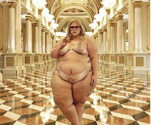 On lui demande de se couvrir alors qu'elle est en bikini : elle réplique
